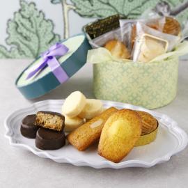 人気のナッツ入りサブレと焼き菓子をシーズンパッケージで